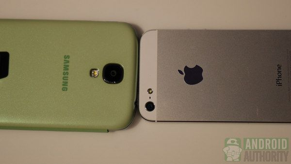 Fotografía - Samsung Galaxy S4 vs Apple iPhone 5 comparaison rapide (mise à jour)